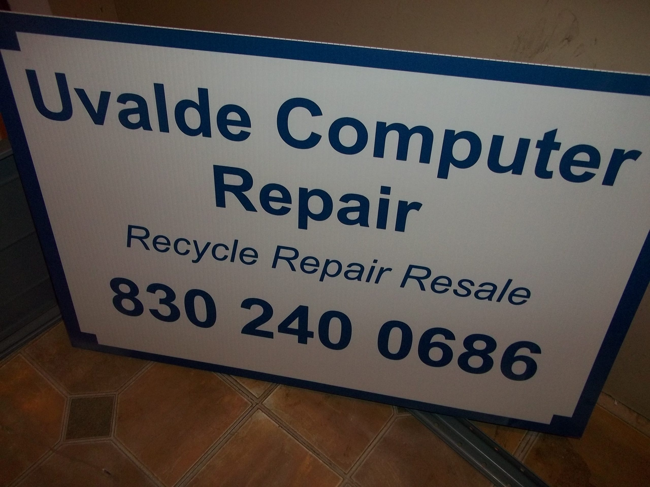 Uvalde Computer Repair Sign